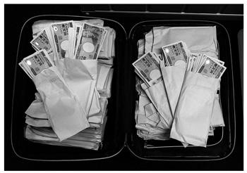 スーツケース内から1億4,444万円